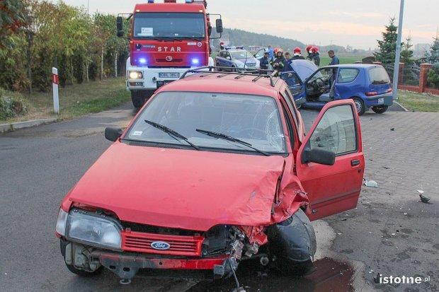Dziewczynka i mężczyzna ranni po zderzeniu aut w Kruszynie
