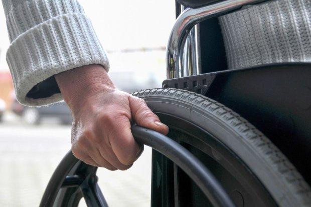 Ukradł wózek inwalidzki ze szpitala, bo… bolały go nogi