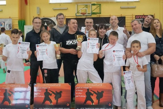 Gladiatorka Oliwia Ziembikiewicz z Pucharem Polski Zachodniej Oyama Polskiej Federacji Karate