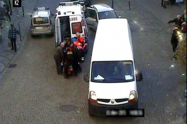 Bus potrącił dwie starsze osoby. Dzięki strażnikom miejskim nie doszło do tragedii