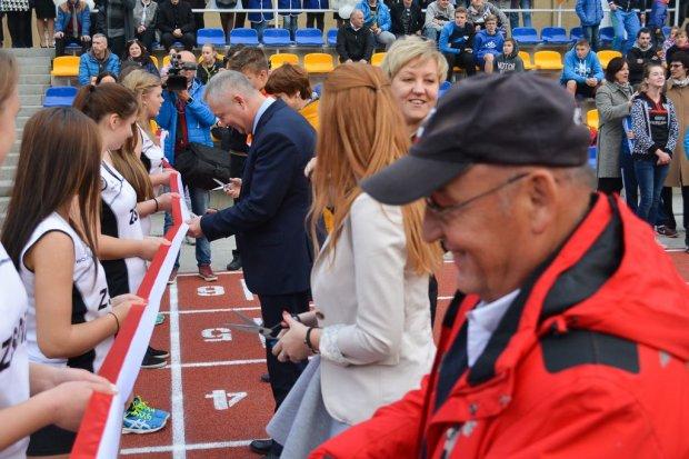 Stadion lekkoatletyczny, największa inwestycja sportowa w historii Powiatu, otwarty
