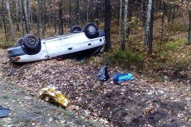 Dwa Ople wypadły z drogi w weekend