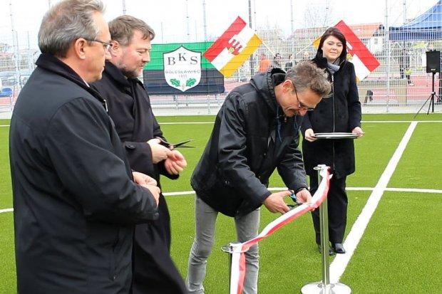 Prezydent Piotr Roman zdobył pierwszą bramkę na nowym orliku