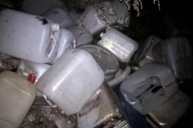 Niezidentyfikowana ciecz w kanalizacji w Maciejowej