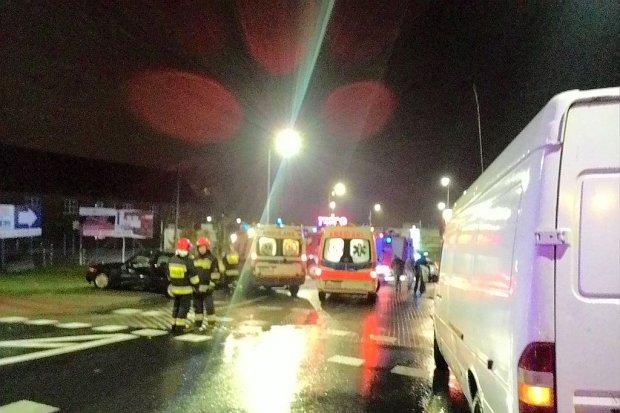 Zderzenie dwóch aut koło Tesco - cztery osoby ranne