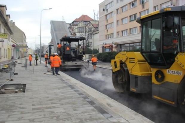 Przybywa asfaltu na Jaworzyńskiej