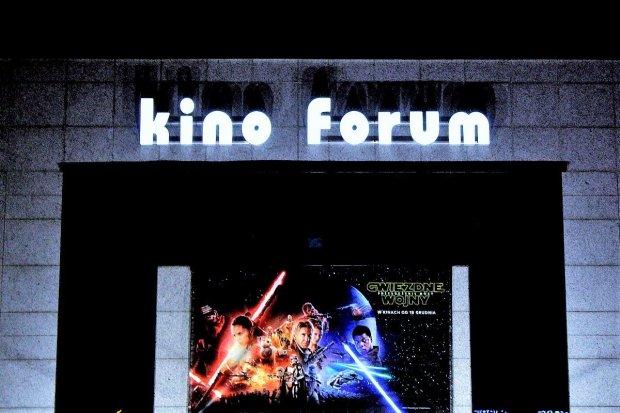 Nowy, ledowy neon kina Forum