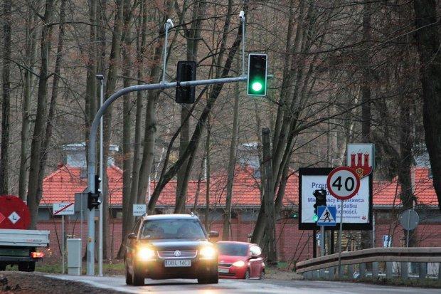 Inteligentna sygnalizacja świetlna przy zbiorniku retencyjnym