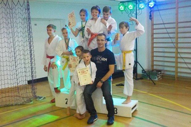 Karatecy TOP z 9 medalami Mikołajkowego Turnieju w Chobieni