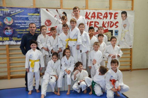 Karatecy TOP Bolesławiec z 14 medalami Mikołajkowego Turnieju w Siechnicach