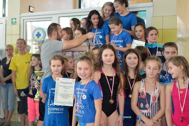 Zawodniczki z Oxpressu najlepsze w sztafetach pływackich