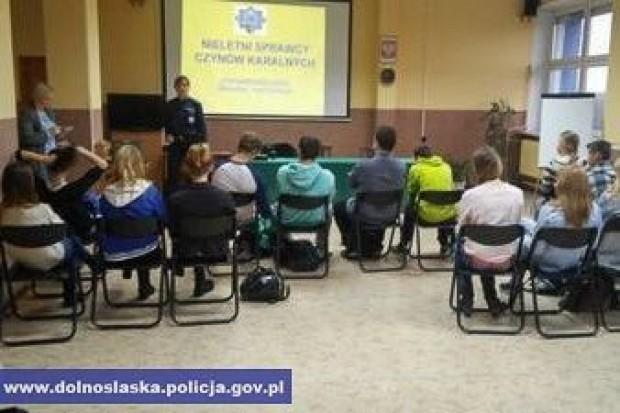 Spotkania policjantów z młodzieżą – rozmowy o bezpieczeństwie i odpowiedzialności prawnej