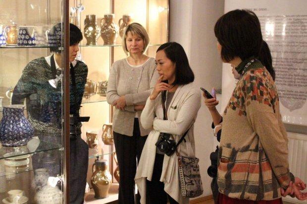 Japończycy wydają książkę o bolesławieckiej ceramice