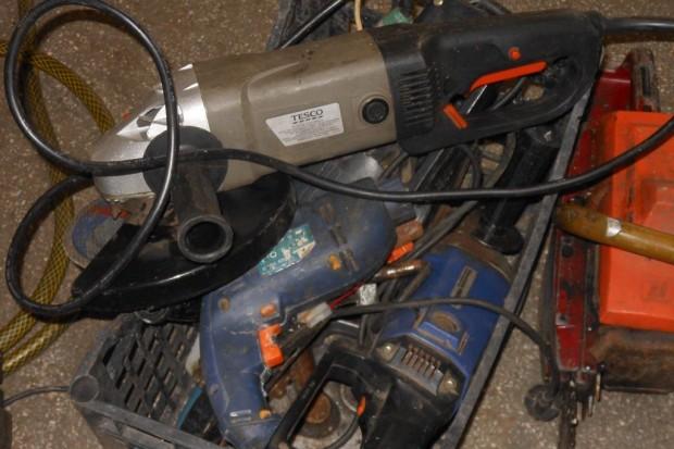 Policjanci zatrzymali włamywacza i odzyskali skradzione mienie