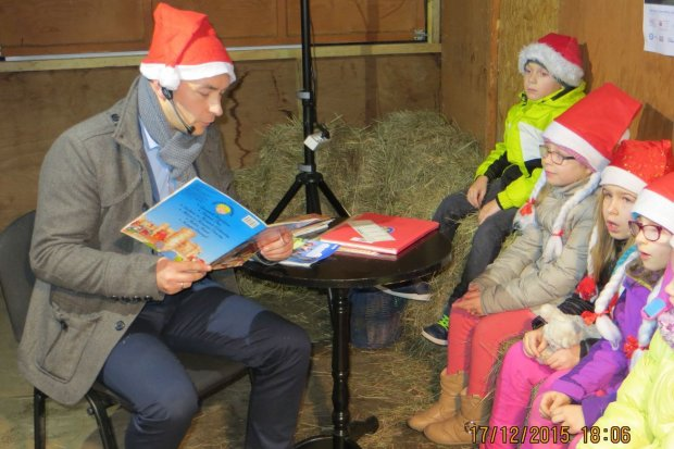 Mikołaje z Ratusza czytali dzieciom ze szkoły Podstawowej nr 2