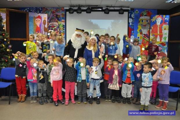 Mikołaje w mundurach ponownie spotkali się z dziećmi