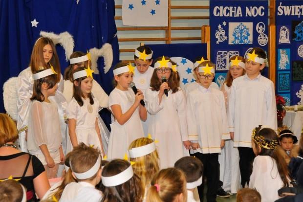 Przy śpiewie kolęd, w nastroju świątecznych przemyśleń…