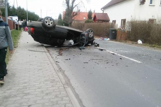 Audi dachowało w Osiecznicy – jedna osoba ranna