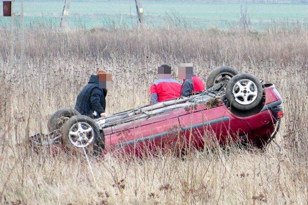Auto dachowało pod Bolesławcem