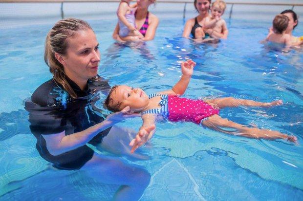 Zimowy cykl zajęć na basenie dla niemowląt i małych dzieci
