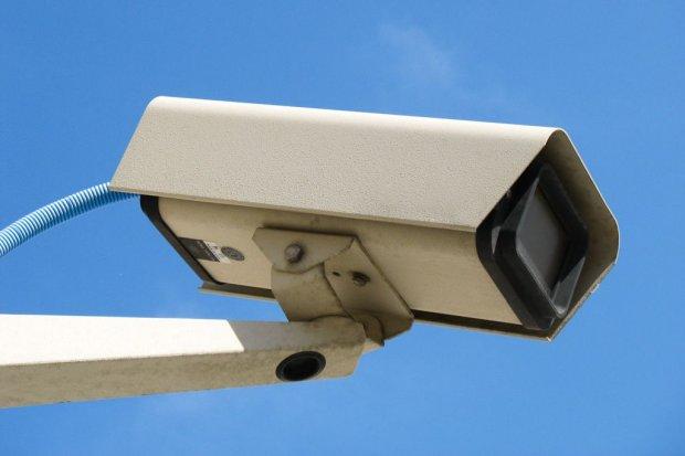 Chcieli ukraść kamery monitoringu, jeden z nich został złapany na gorącym uczynku