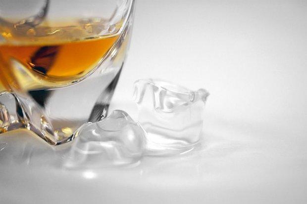 Ten sam włamywacz, ten sam sklep, inny łup: 10 butelek whisky