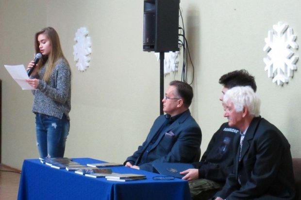 W II LO promowano lokalnego pisarza i poetę