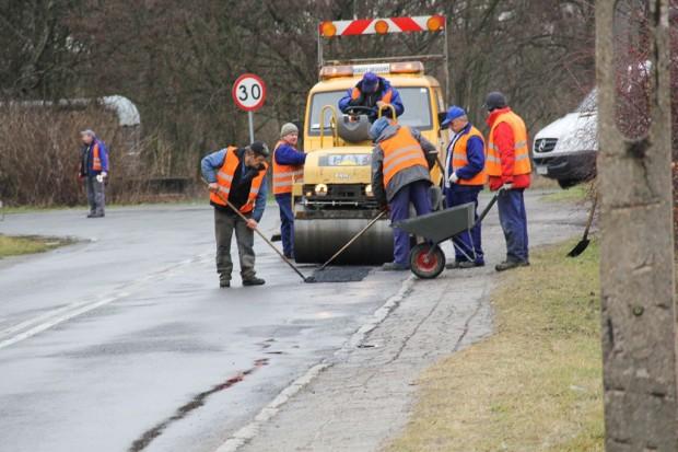 Drogowcy naprawiają ulice