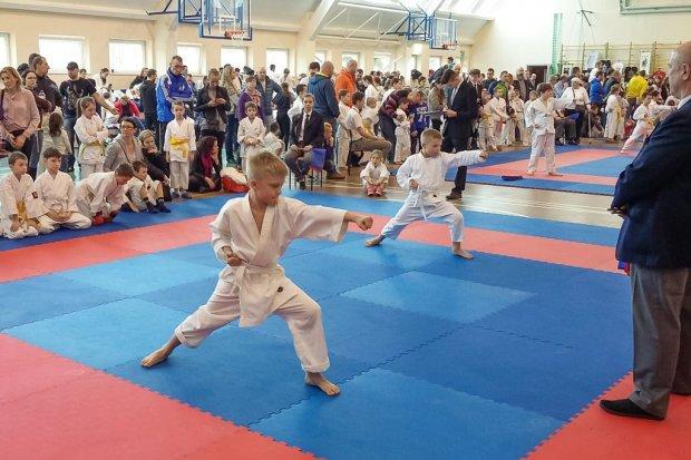 Zawodnicy TOP z 10 medalami Otwartego Turniej Karate w Wińsku