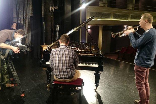 Reportaż TVN24 o historii fortepianu z Teatru Starego w Bolesławcu