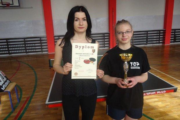 """""""Trójka"""" i Gimnazjum Zakonu Pijarów najlepsze w tenisie stołowym"""