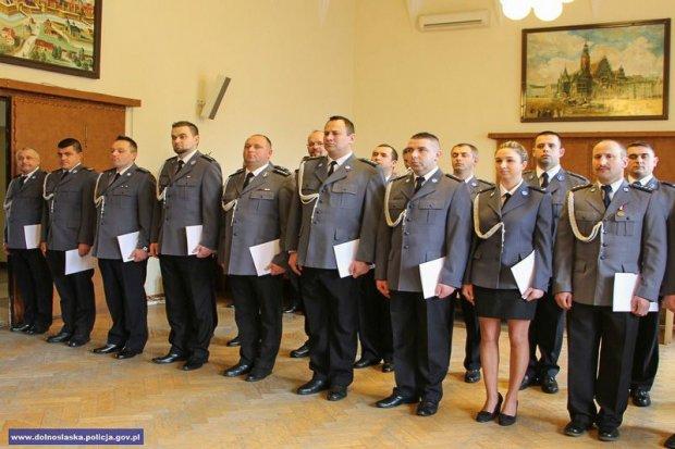 Bolesławiecki policjant asp. Wojciech Jaskot doceniony przez ministra