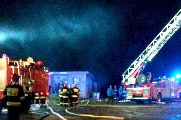 Pożar budynku w Modłej, dwie osoby w szpitalu