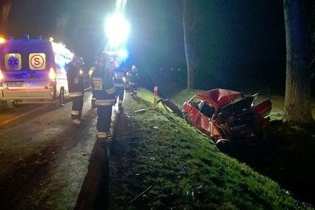 Poszukiwany 21-latek dachował Fordem, 17-latka ranna