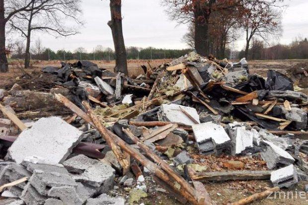 Nielegalne wysypisko śmieci w Bolesławicach