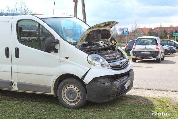 Bus najechał na tył Renault – trzy osoby ranne