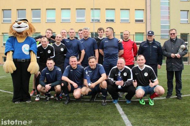 Policjanci pokonali księży 12:8 w meczu piłki nożnej