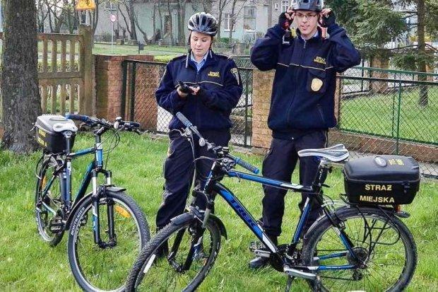 Strażnicy miejscy na rowerach