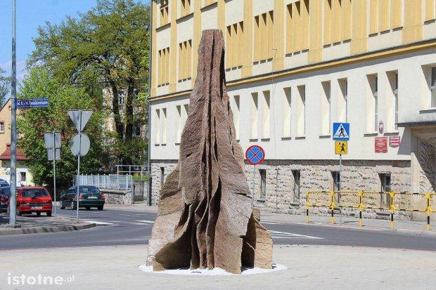 Drzewo ognia czy wagina – co wam przypomina ta rzeźba?