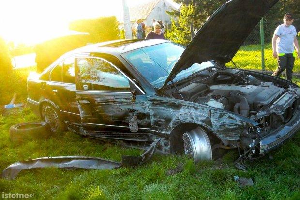 Wypadek kierowcy BMW po policyjnym pościgu