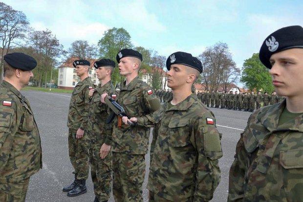 """23 Śląski Pułk Artylerii: """"W imieniu służby wręczam Wam broń"""""""