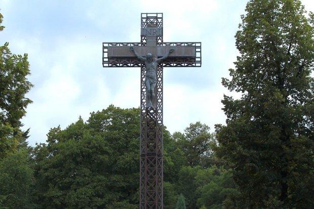 Mężczyzna znowu wszedł na krzyż