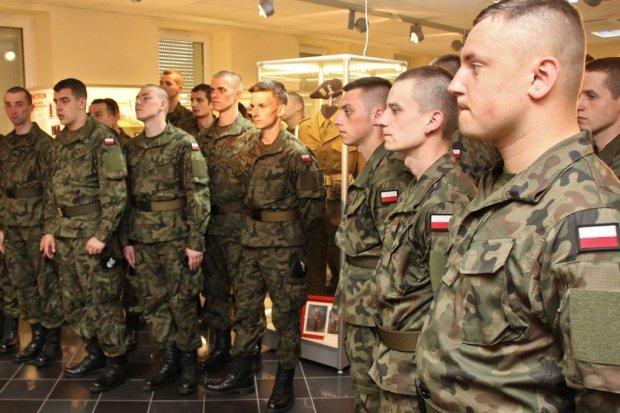 Każdy mężczyzna powinien pójść do wojska…