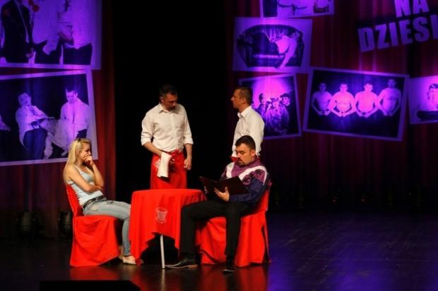 Kabaret Młodych Panów zaserwował wspaniałą zabawę w BOK-MCC