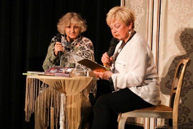 Iwona Banach na spotkaniu z czytelnikami w CiK Orzeł