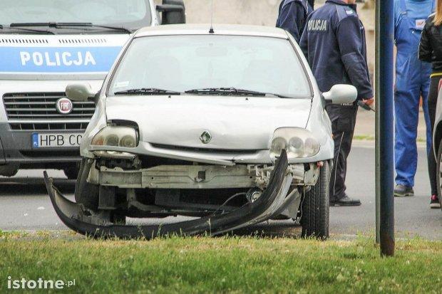 Zderzenie dwóch aut na skrzyżowaniu ulic Tamka z Daszyńskiego