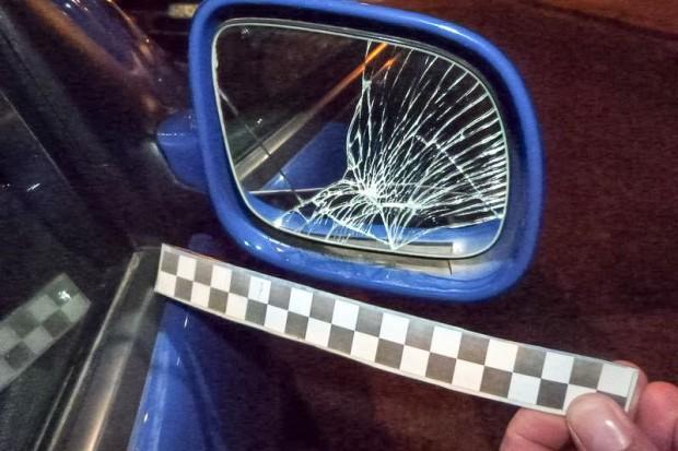 Pijany 16-latek niszczył zaparkowane przy drodze auta. Uszkodził 10 pojazdów
