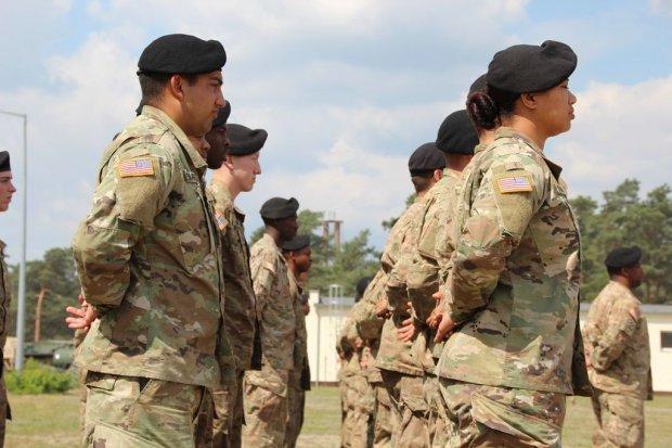 Żołnierze polscy i amerykańscy pancernymi braćmi
