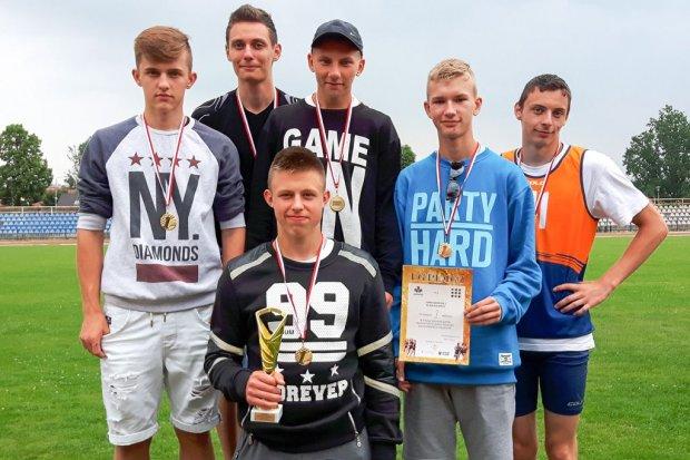 Lekkoatleci z Gimnazjum nr 2 mistrzami Dolnego Śląska w Pucharze Humberta