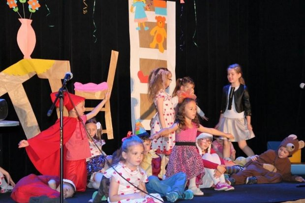 Dzieci ze szkoły Podstawowej nr 2 na scenie